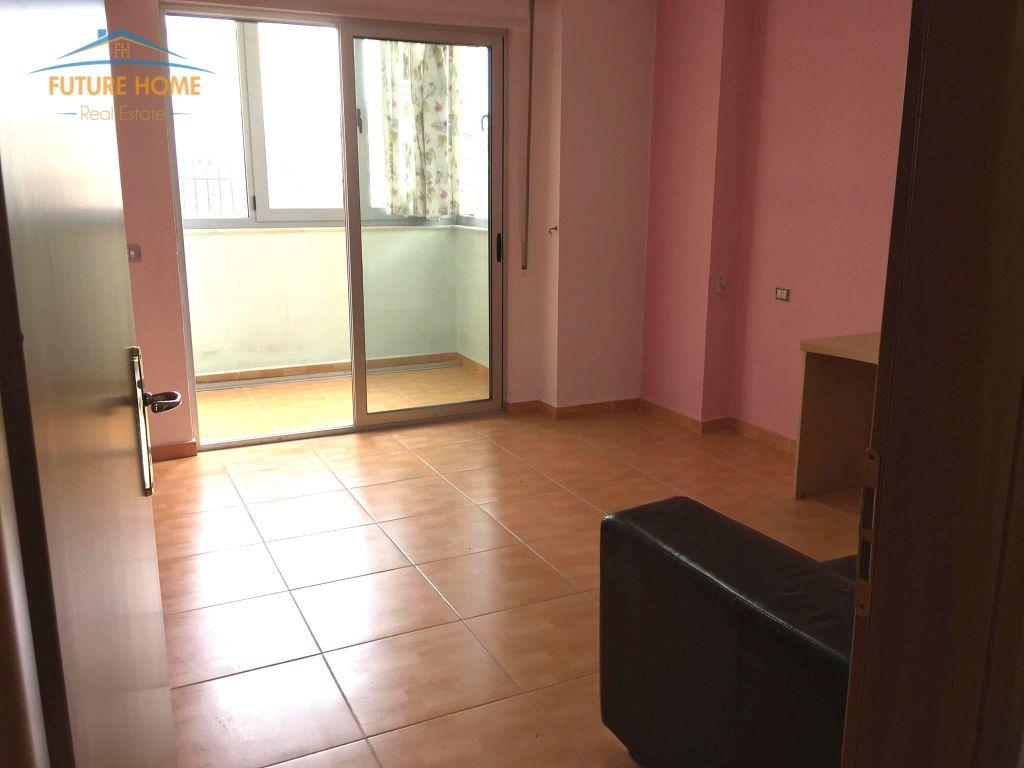 Qera, Apartament 3+1, Komuna e Parisit, Tiranë