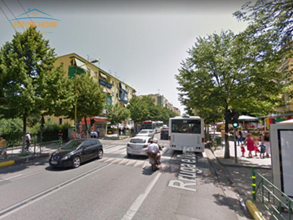 Shitet, Truall, Rruga e Durrësit