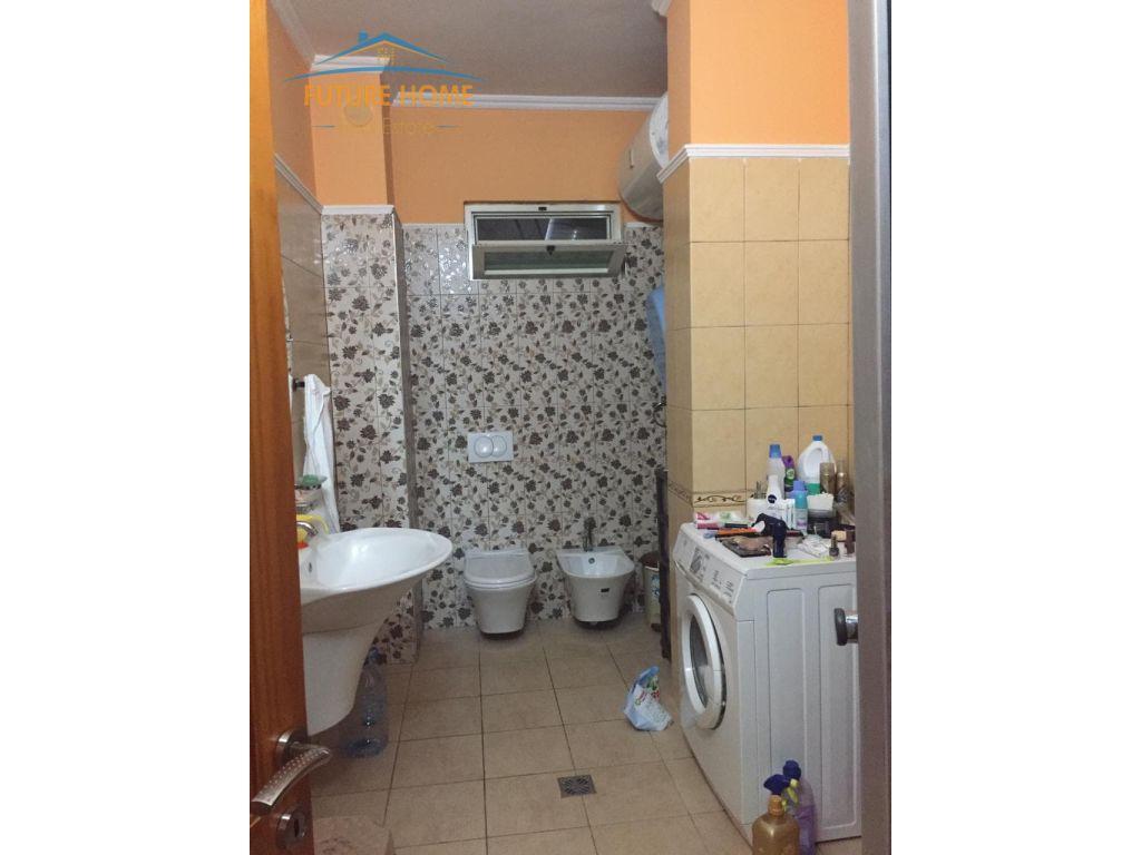 Shitet, Apartament 1+1, Kopshti Zoologjik, Tiranë.