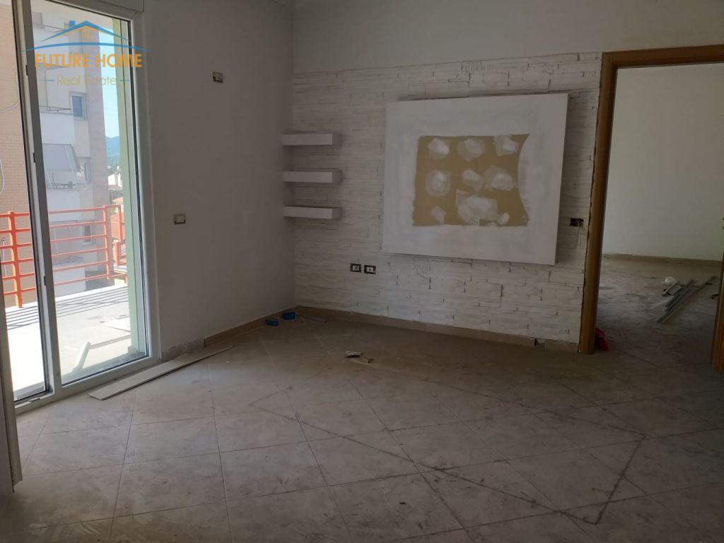 Shitet, Apartament 2+1, Pazari i Ri