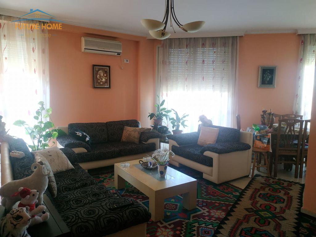 Shitet, Apartament 2+1, Rruga Hoxha Tahsim