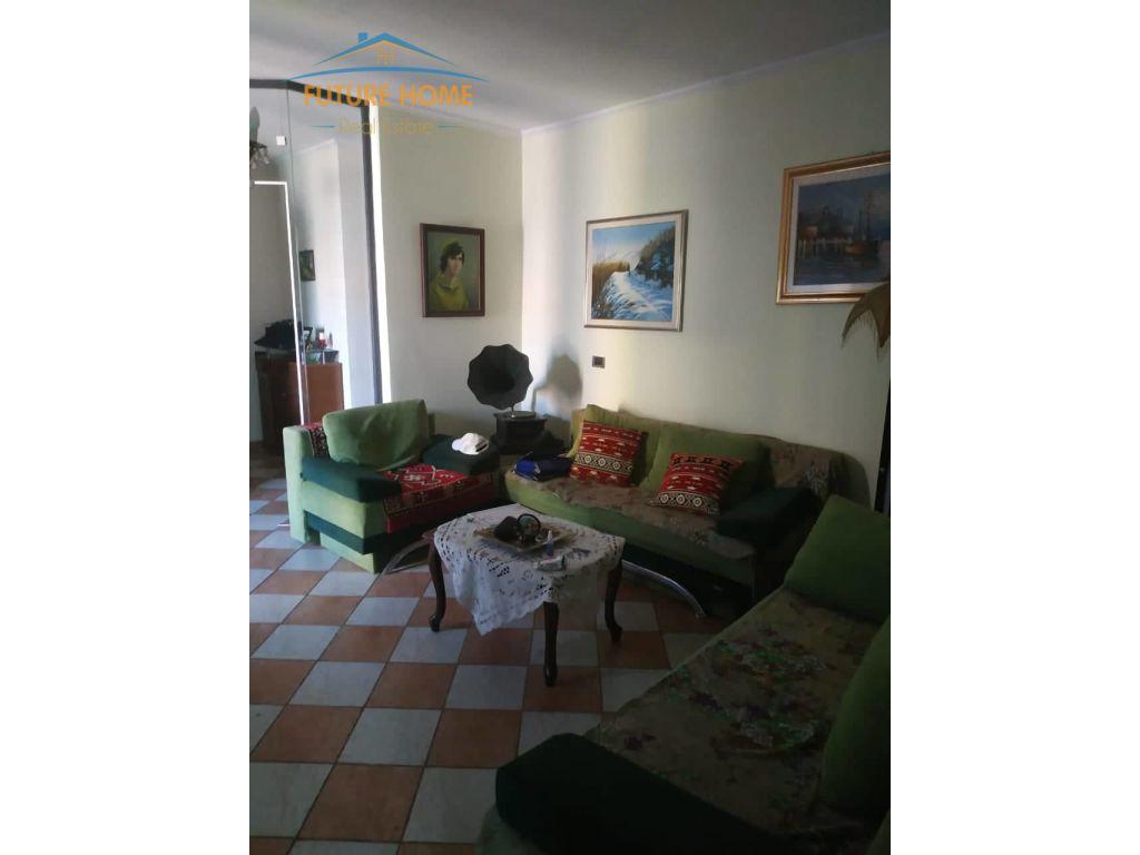 Shitet, Apartament 2+1, Restorant Durresi
