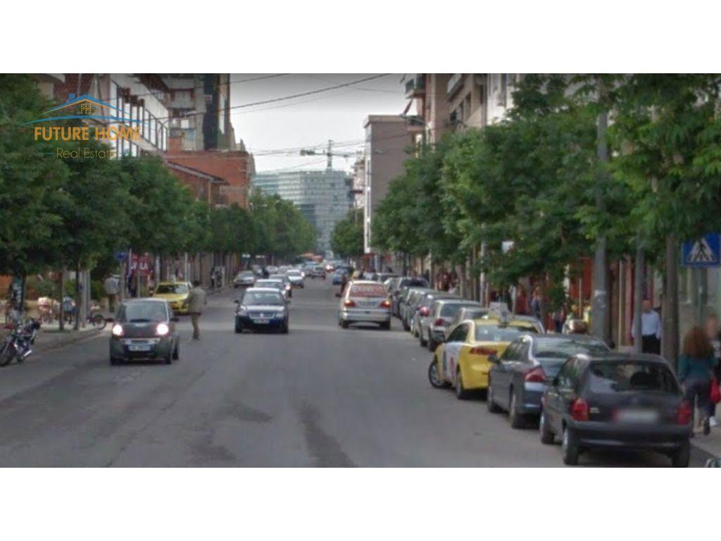 Qera, Ambient, Rruga e Barrikadave