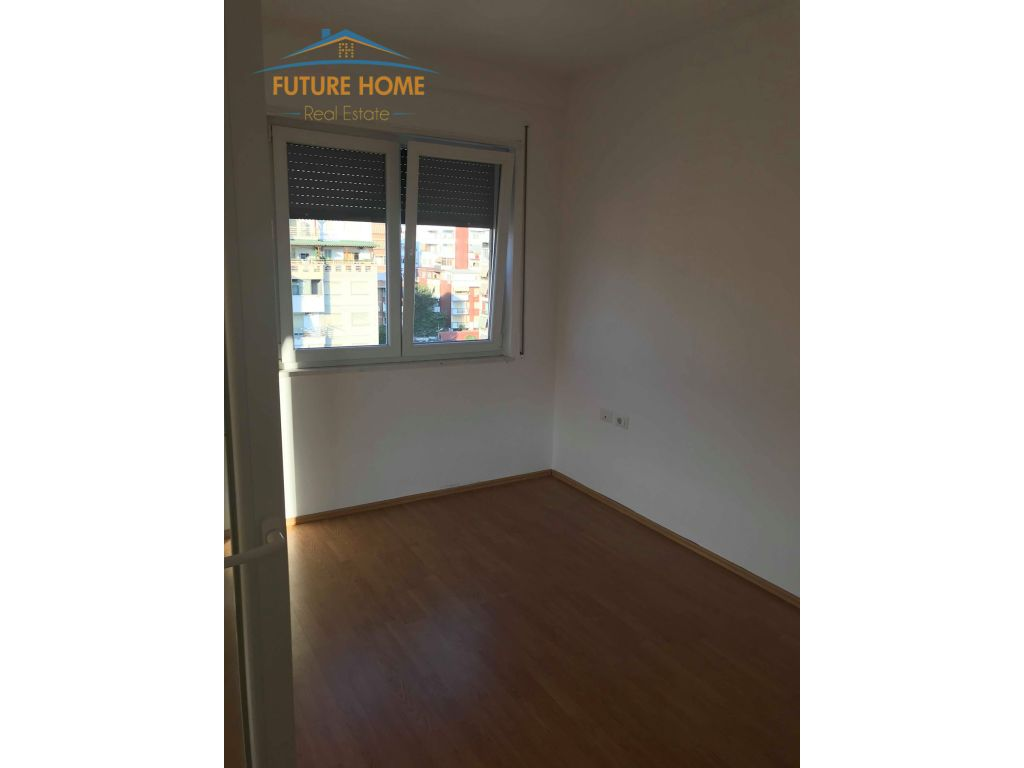 Shitet,Apartament 2+1,Rruga Riza Cerova