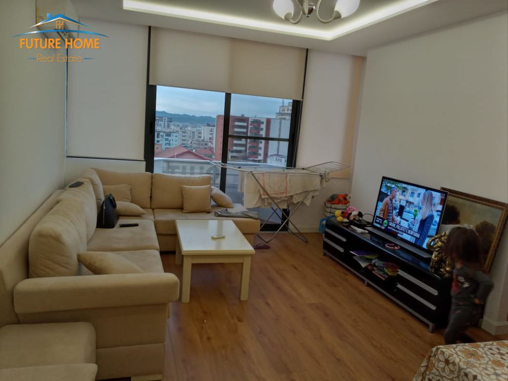 Shitet, Apartament 2+1, Rruga e Kavajës, Tiranë