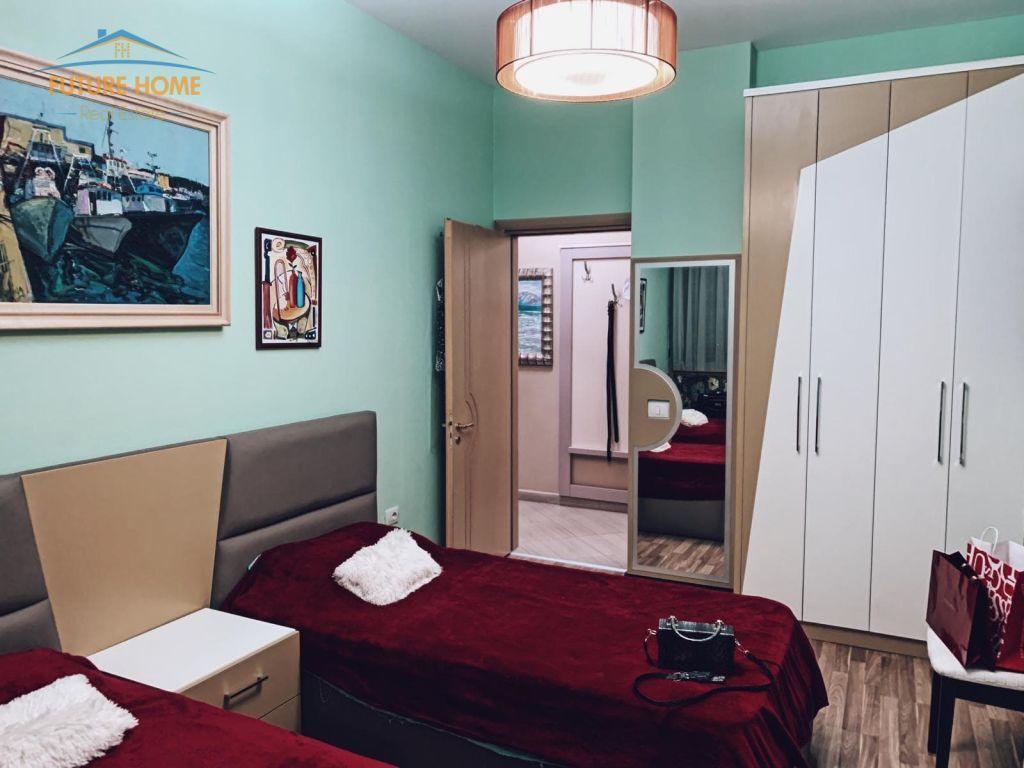Shitet, Apartament,( 2+1) + Garazh, Liqen i Thate , Tirane.