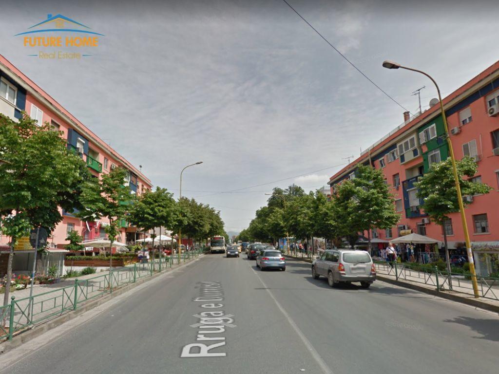 Qera, Ambjent, Rruga e Durrësit, Tiranë
