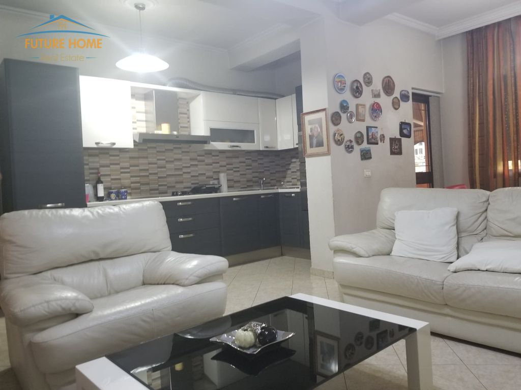 Qera, Apartament 3+1, Rruga Mine Peza
