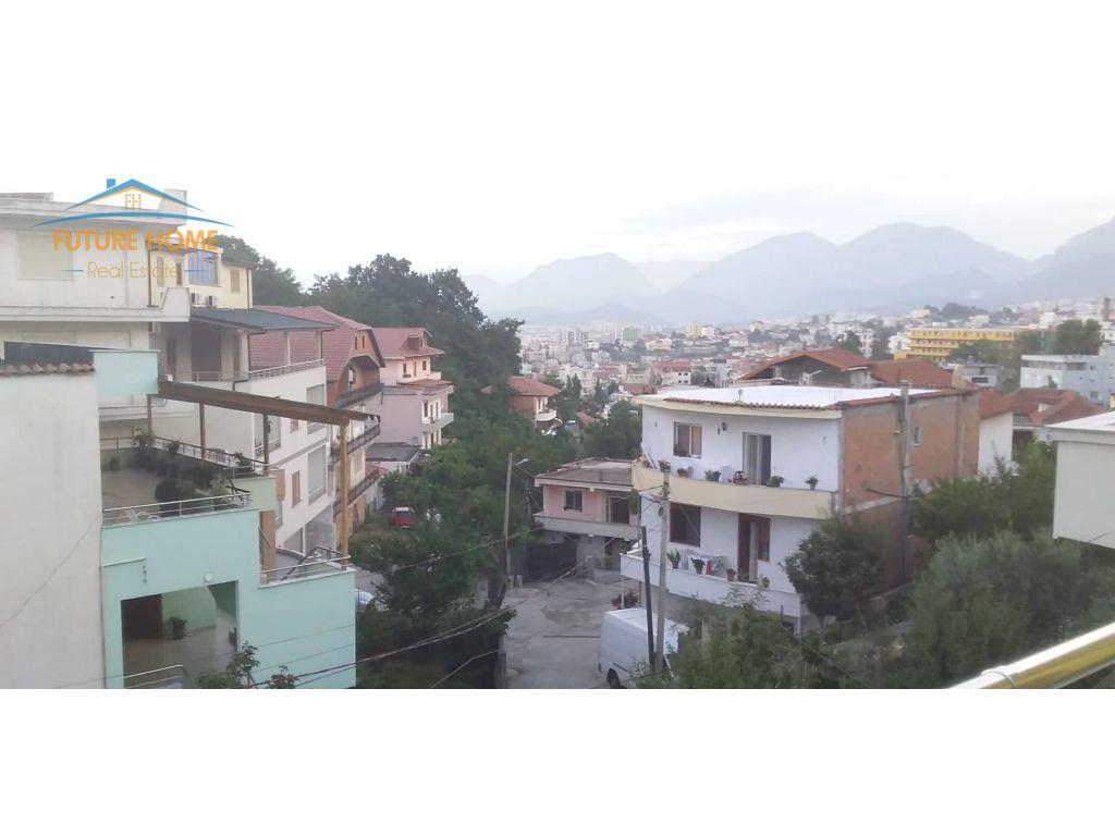 Qera, Vilë, Rruga e Elbasanit