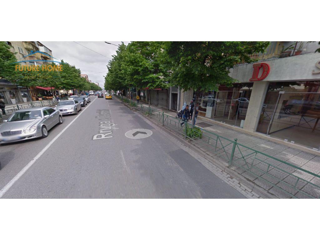 Shitet, Ambjent, Rruga e Durrësit, Tiranë