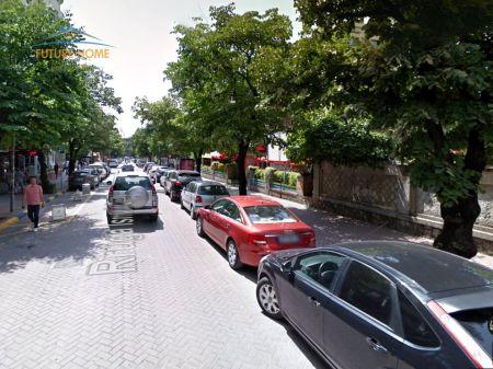 Qera, Ambjent, Bllok, Tiranë