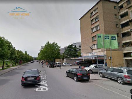 Qera, Ambjent, Bulevardi Zhan D'ark, Tiranë