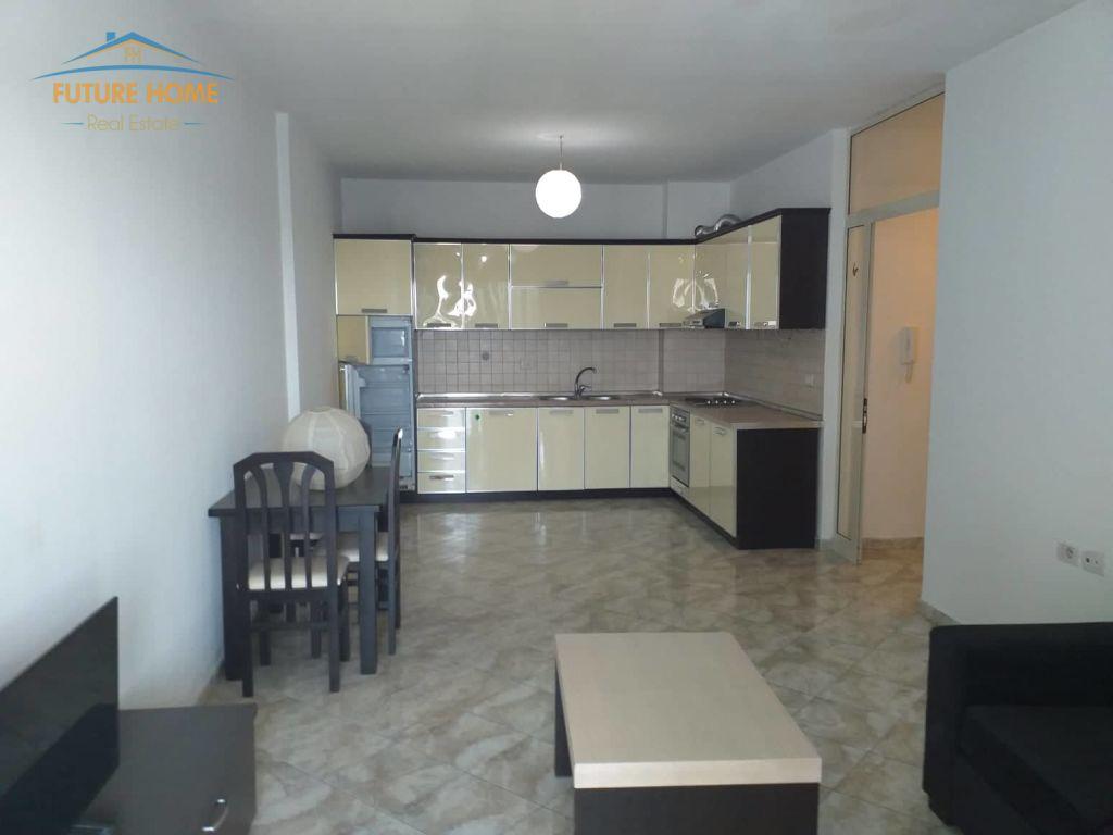 Shitet, Apartament 2+1, Stacioni i Trenit