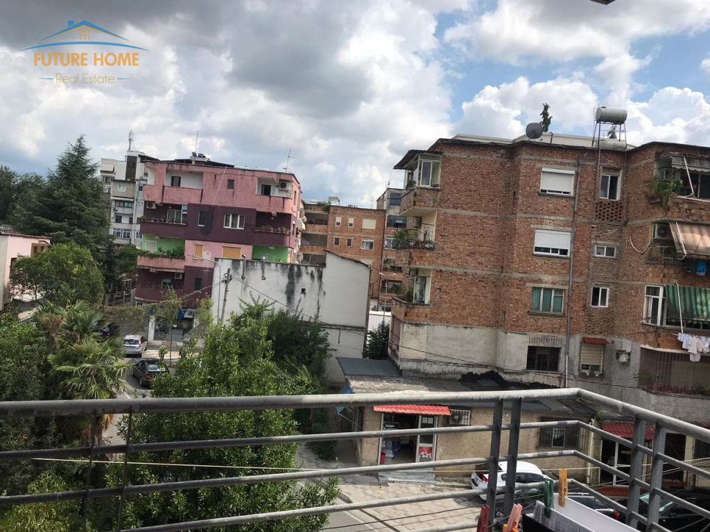 Shitet,Apartament 3+1,Rruga e Elbasanit