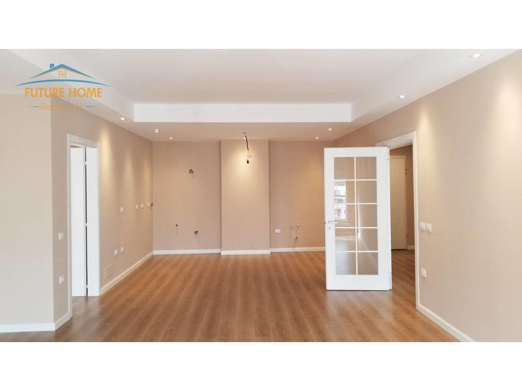 Shitet,Apartament 3+1,Unaza e Re