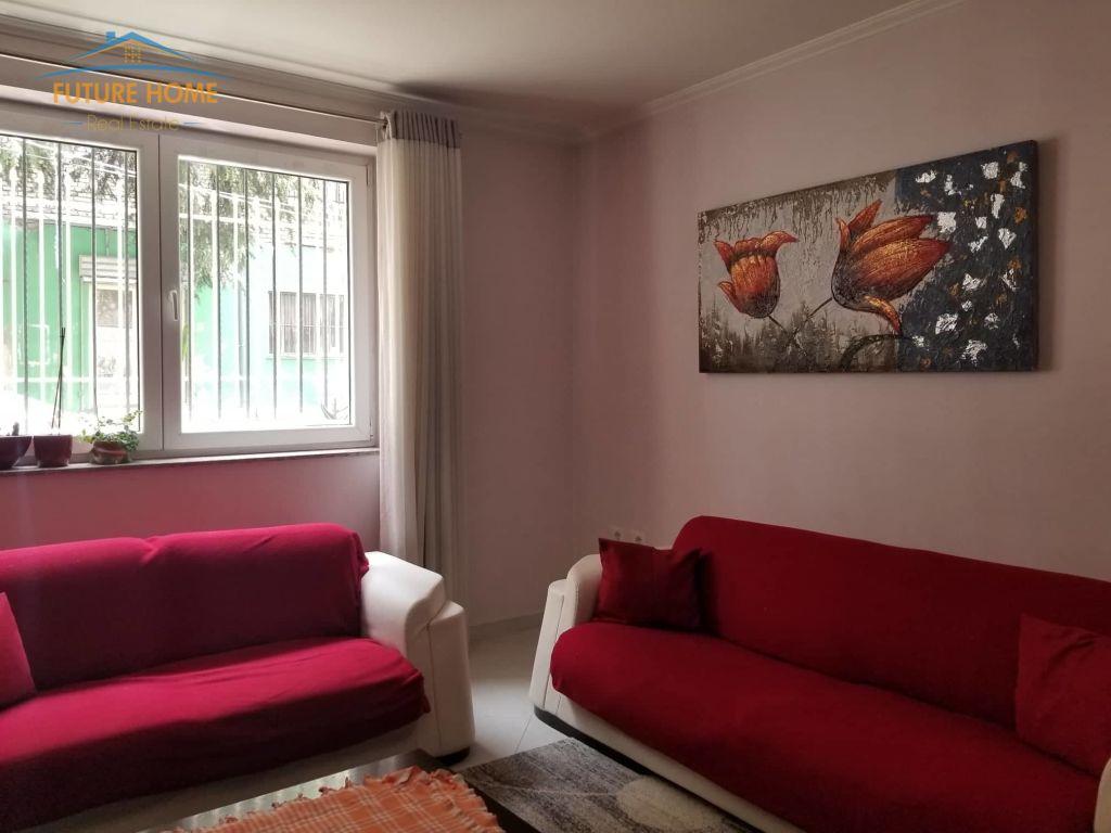 Shitet, Apartament 2+1, Rruga Mine Peza