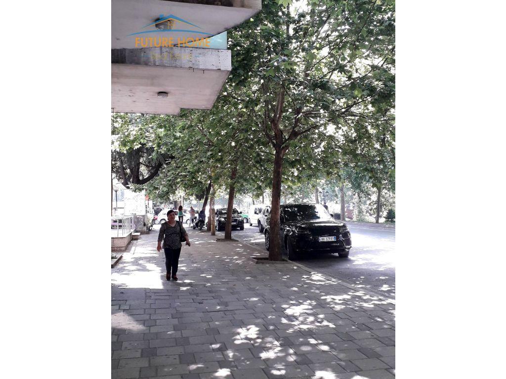 Qera, Ambjent, Ish Ekspozita, Tiranë