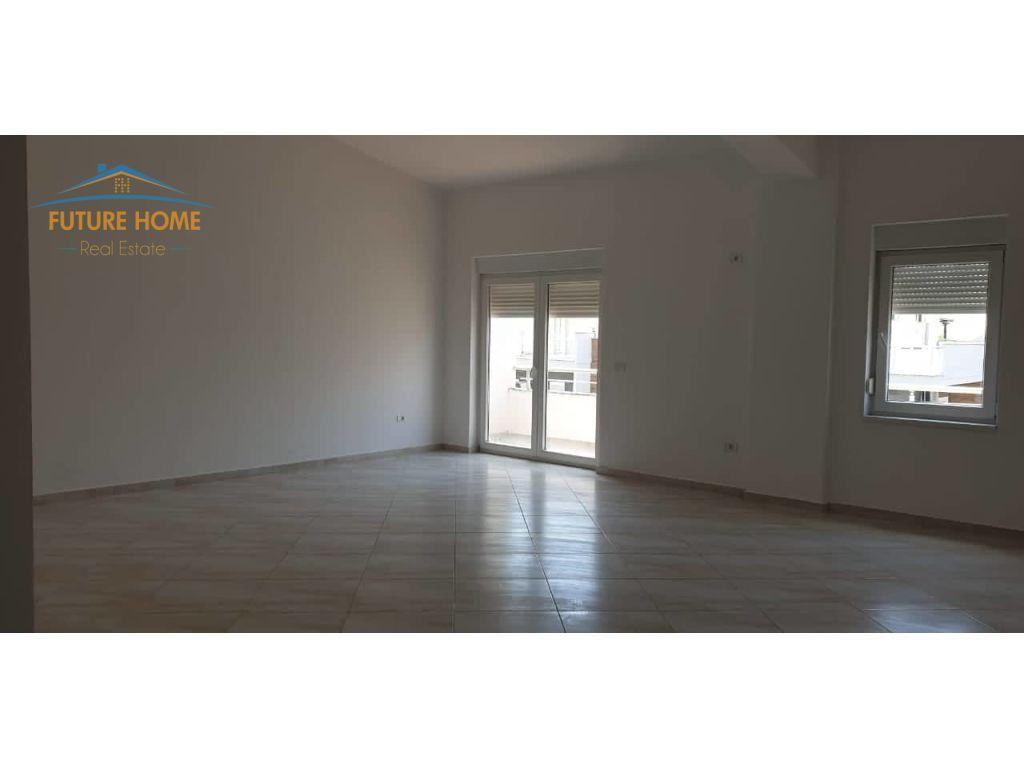 Shitet, Apartament 3+1, Fresku