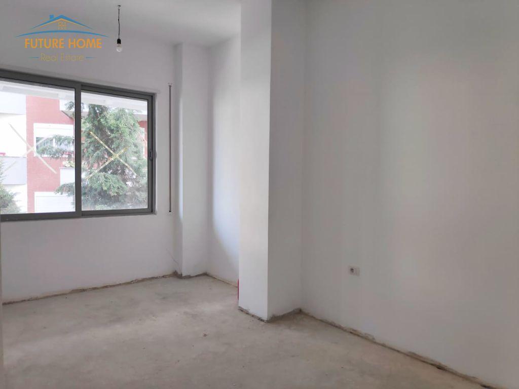 Shitet, Apartament 3+1, Liqeni i Thatë, Tiranë.