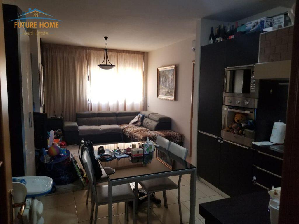 Shitet, Apartament 1+1, Komuna e Parisit, Tiranë