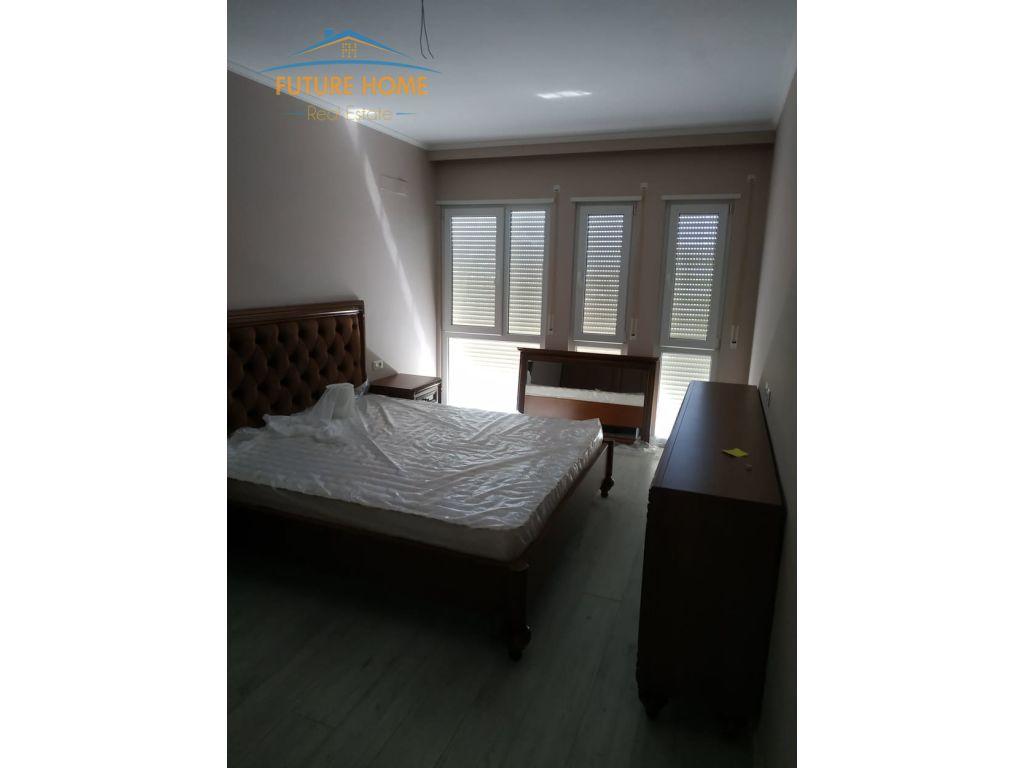 Shitet, Apartament 2+1, Rruga 5 Maji