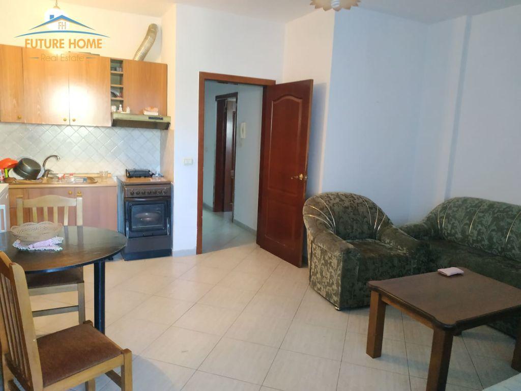 Shitet, Apartament 1+1, Restorant Durrësi
