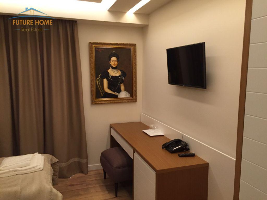 Shitet,Hotel,Komuna Parisit