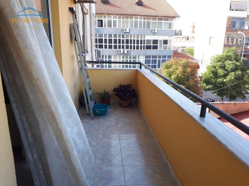 Shitet,Apartament 1+1,Rruga Bardhyl