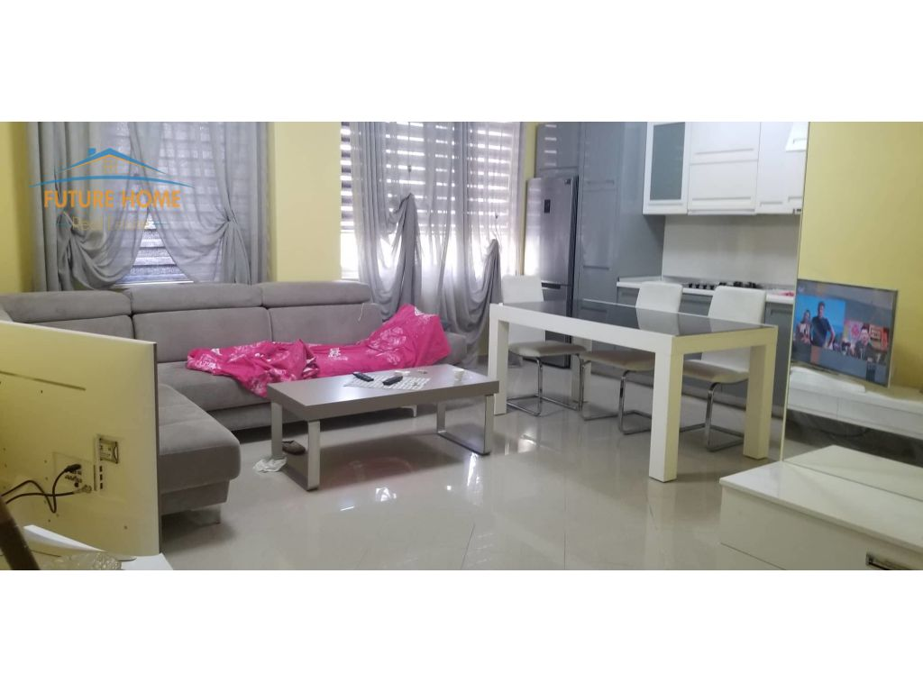 Apartament 3+1, Ali Demi