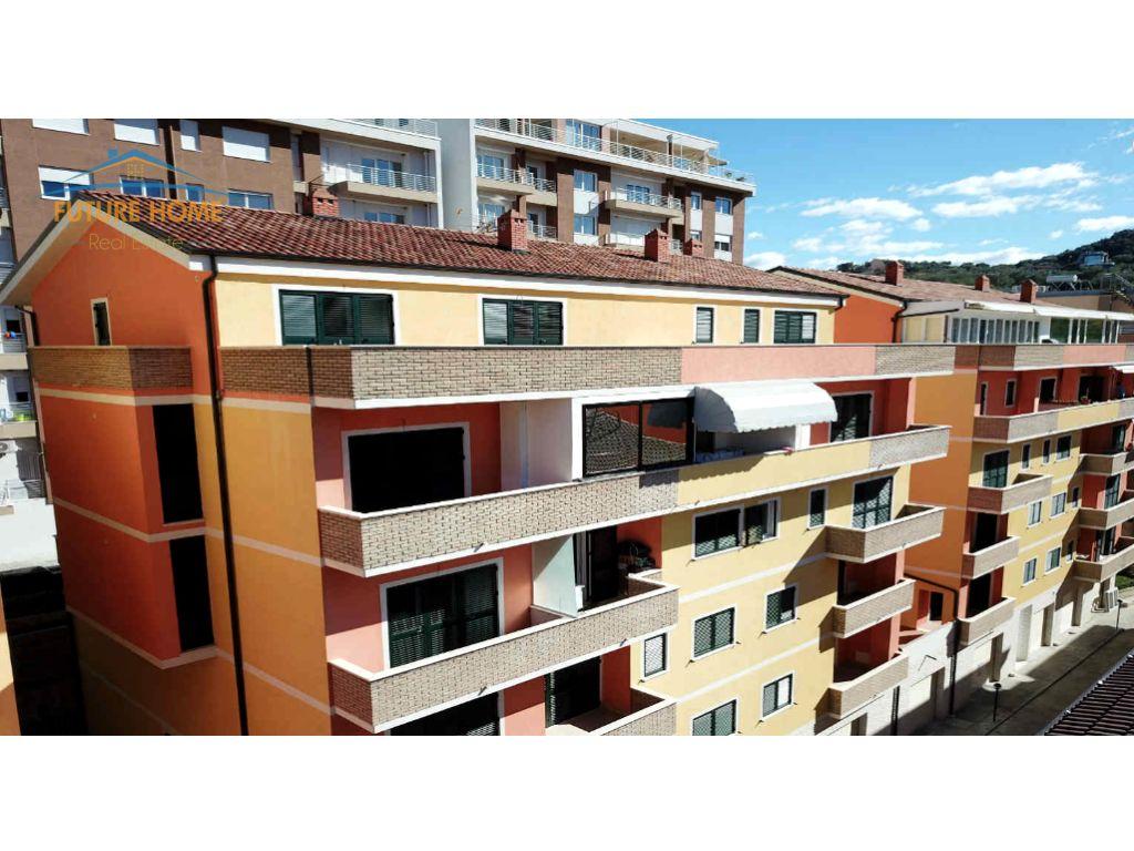 Shitet, Apartament, Duplex Liqeni i Thatë, Tiranë.