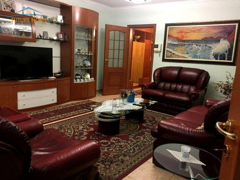 Shitet, Apartament 3+1, Bulevardi Zhan D'ark, Tiranë