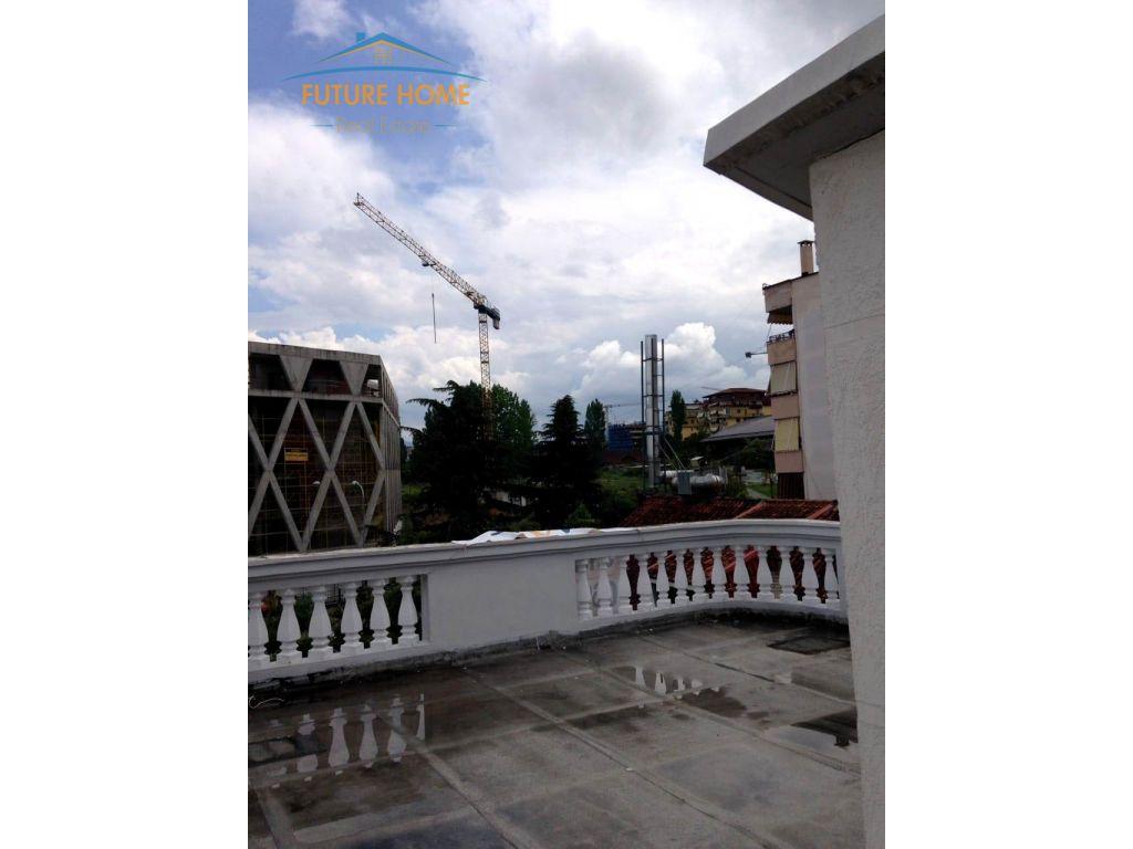 Shitet/Qera, Vilë Kompleksi Dinamo, Tiranë