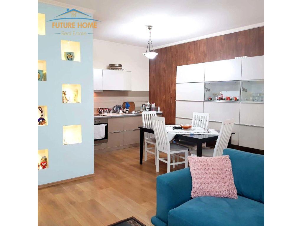 Shitet, Apartament 2+1, Komuna e Parisit, Tiranë.