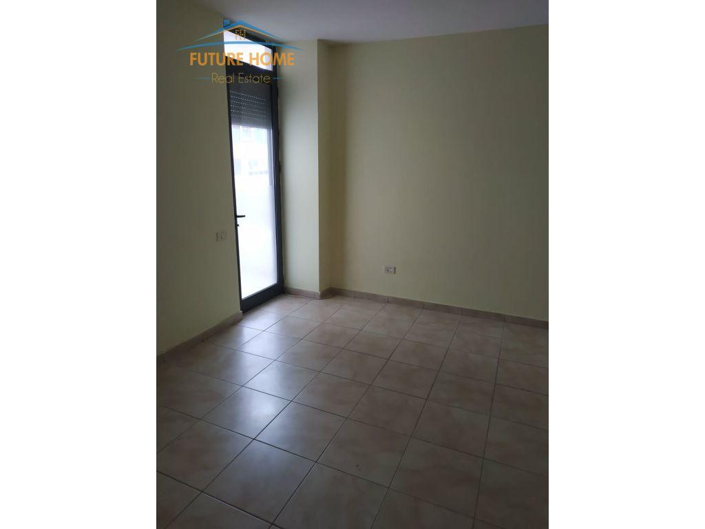 Qera, Apartament 3+1, Rruga E Barrikadave