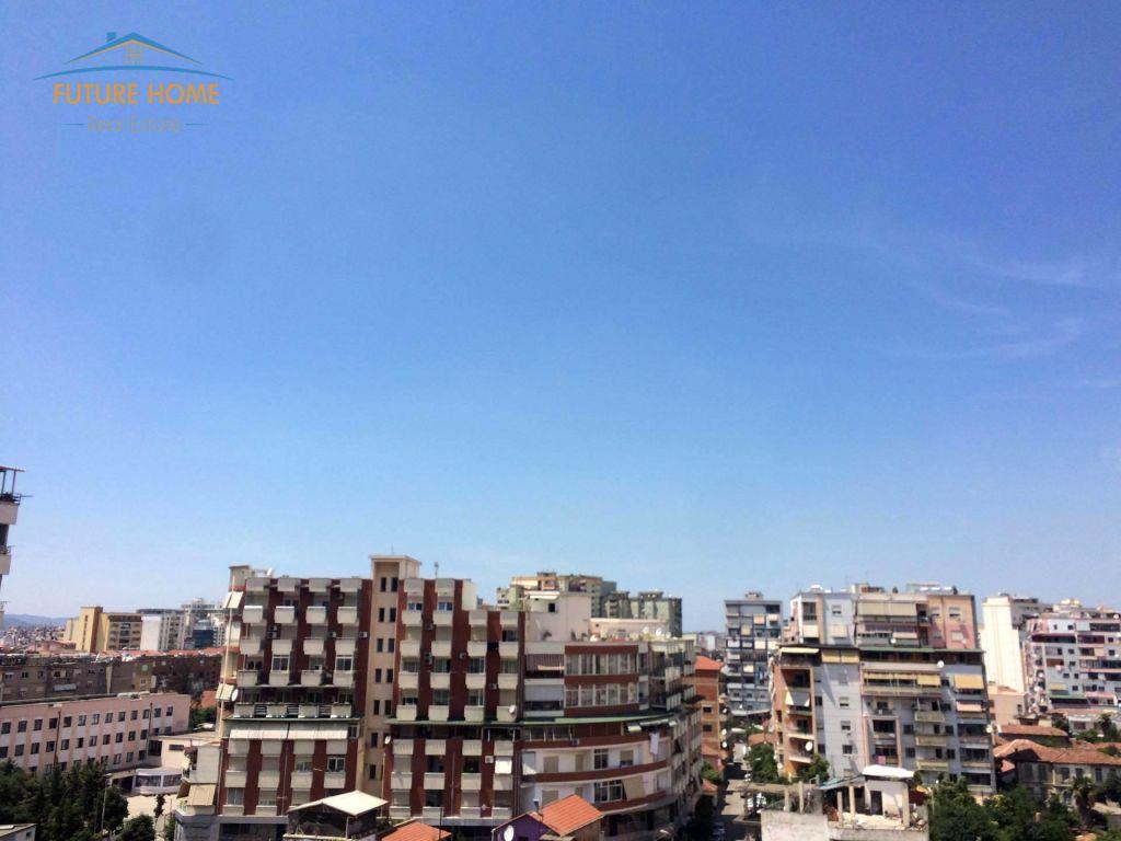 Shitet, Apartament 1+1, Rruga e Barrikadave, Tiranë