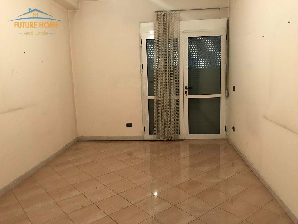 Shitet, Apartament 3+1, Bllok, Tiranë.