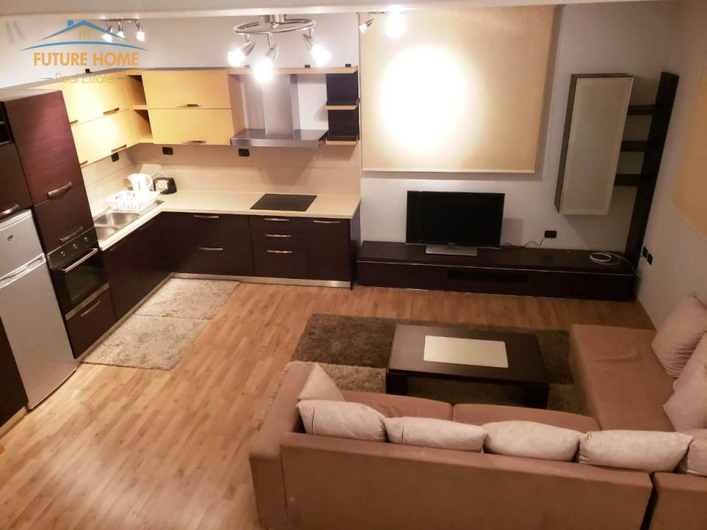 Qera, Apartament Duplex, 21 Dhjetori