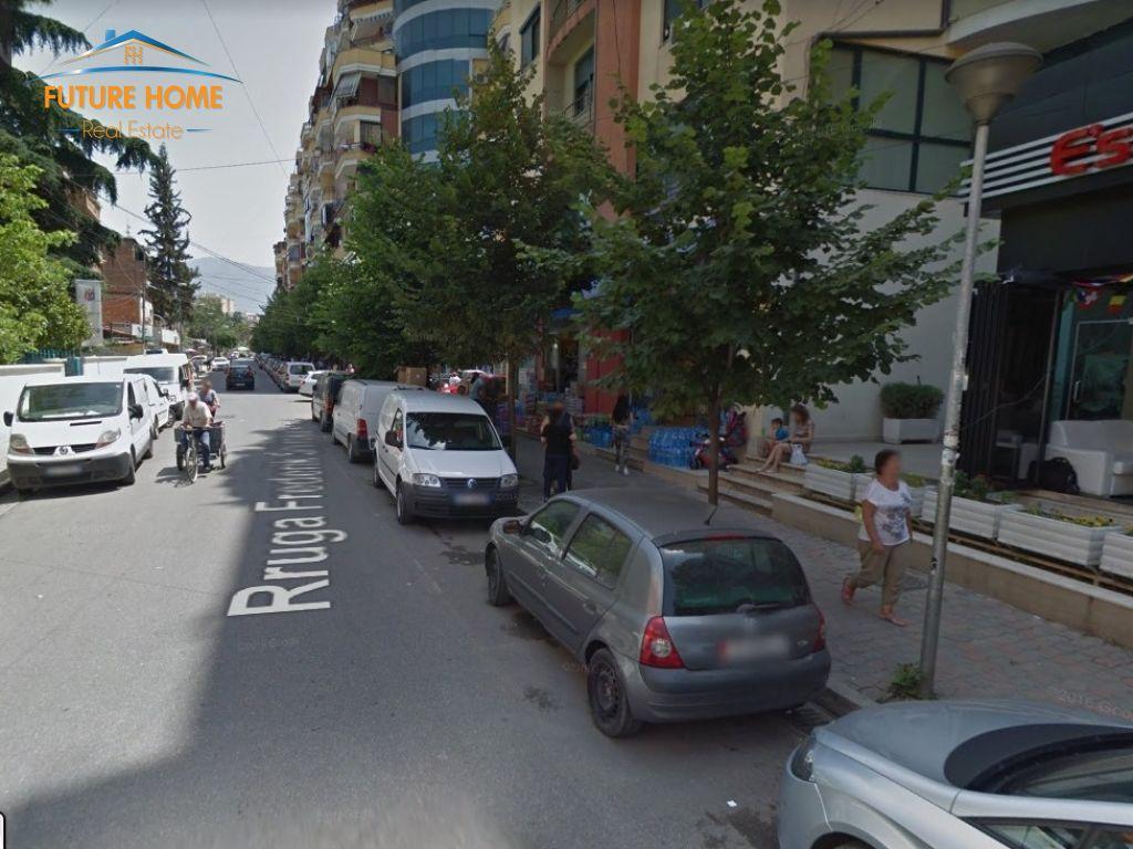 Shitet, Ambient, 21 Dhjetori, Tiranë.