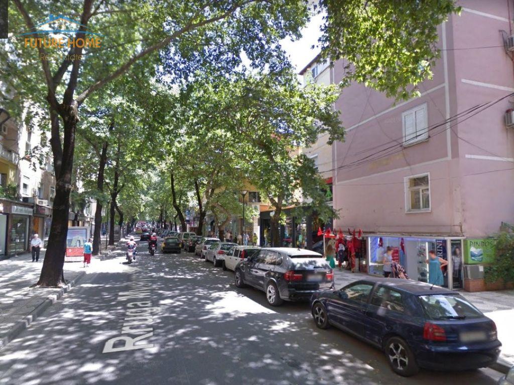 Shitet, Apartament 2+1, Myslym Shyri, Tiranë