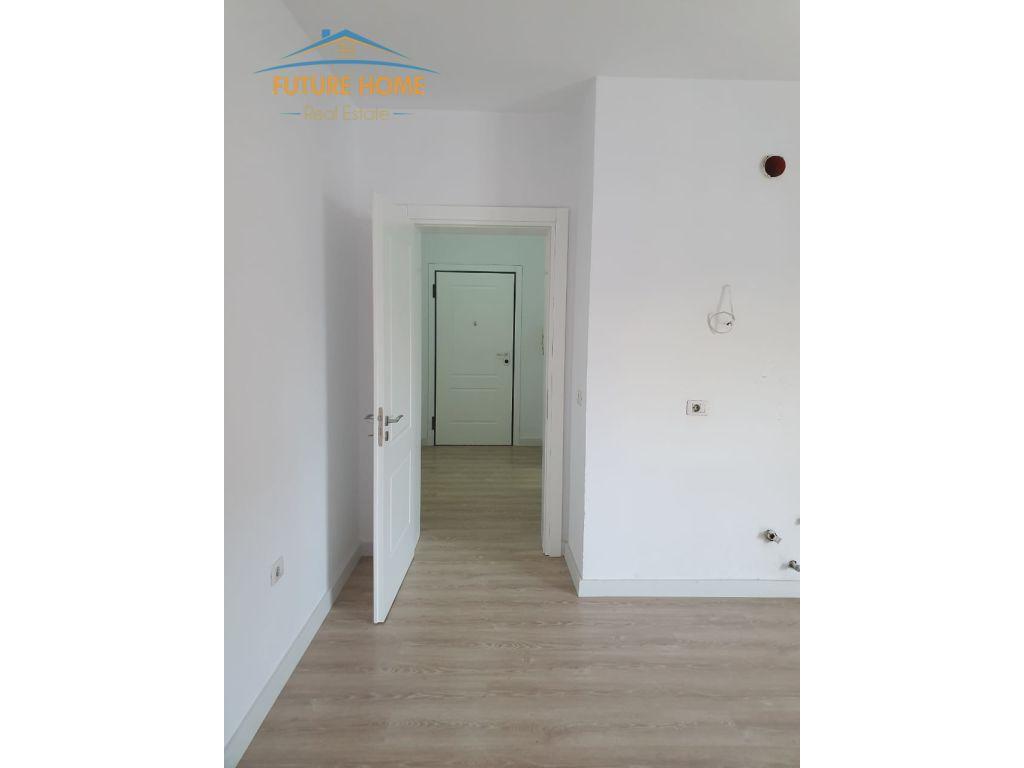 Shitet,Apartament 1+1,Qendër