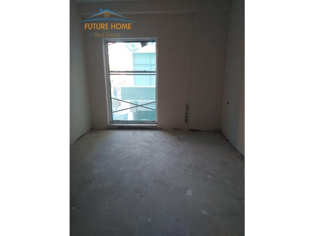 Shitet, Apartament 3+1, Harry Fultz