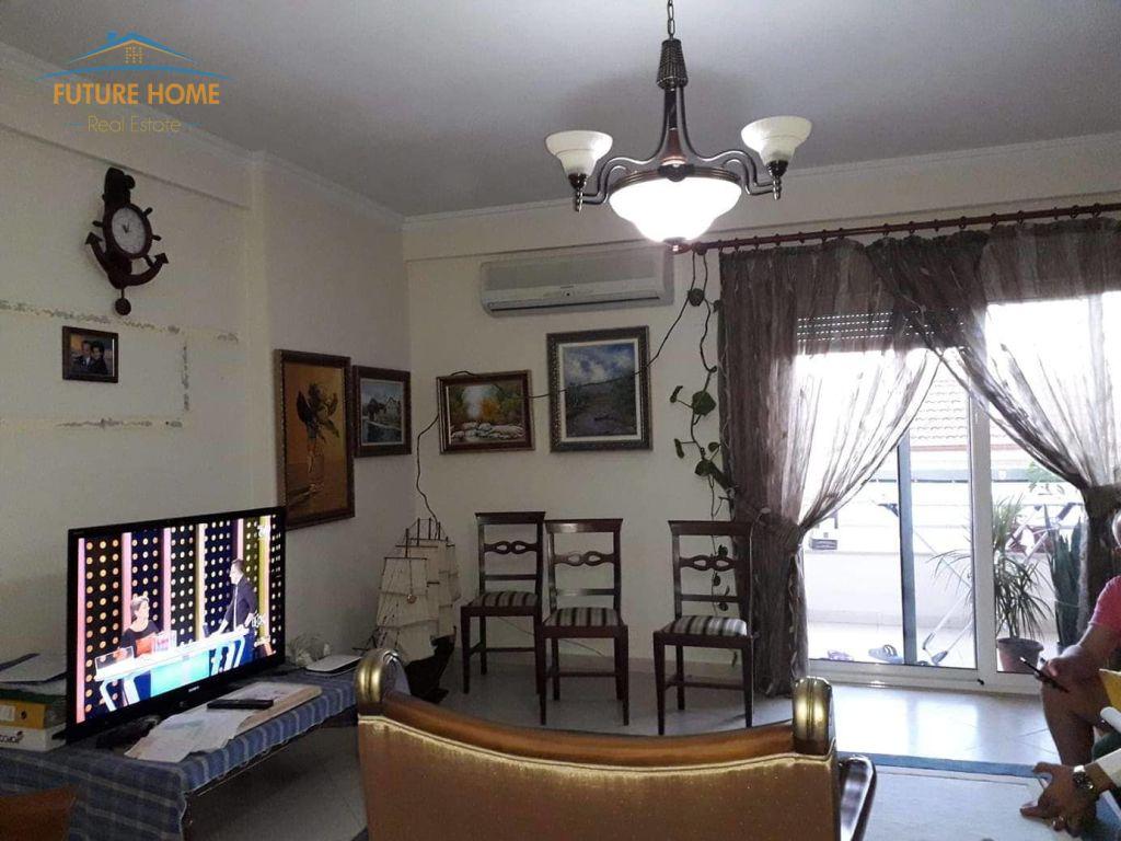 Shitet, Apartament 2+1, Rruga Riza Cerova