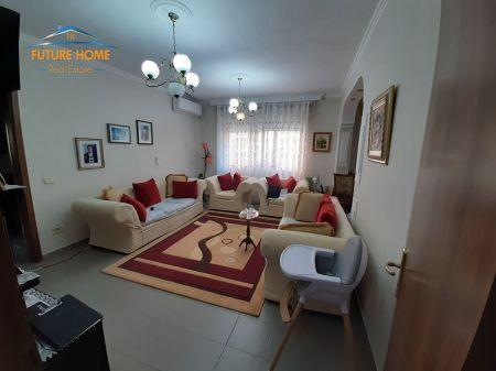 Shitet,Apartament 1+1, Komuna e Parisit,Tiranë.