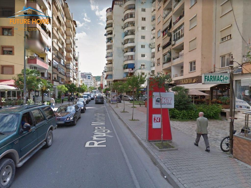 Shitet, Lokal,Komuna e Parisit, Tiranë