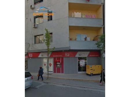 Qera, Ambient, Fresku, Tiranë