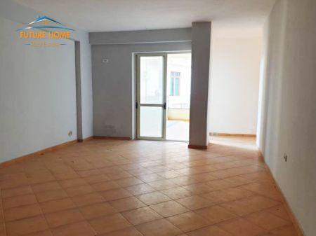 Shitet, Apartament 3+1, Rruga Sotir Caci.