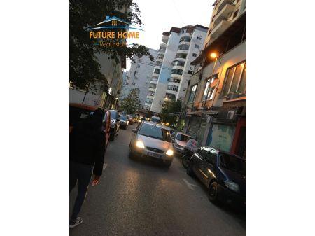 Qera, Ambient, Komuna e Parisit, Tiranë