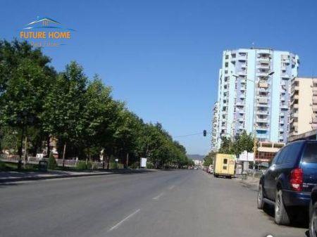 Shitet, Ambient Biznesi, Pranë Ish Ekspozitës, Tiranë.
