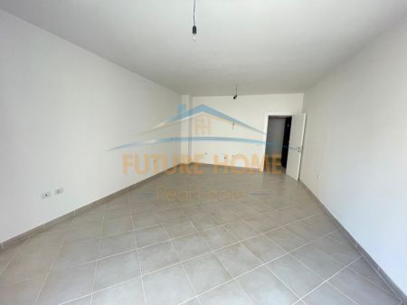 Shitet, Apartament 2+1+2 POSTE PARKIMI, Kodra E Diellit, Tirane