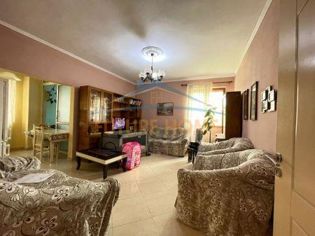 Shitet, Apartament 2+1, Sheshi Wilson, Tiranë.